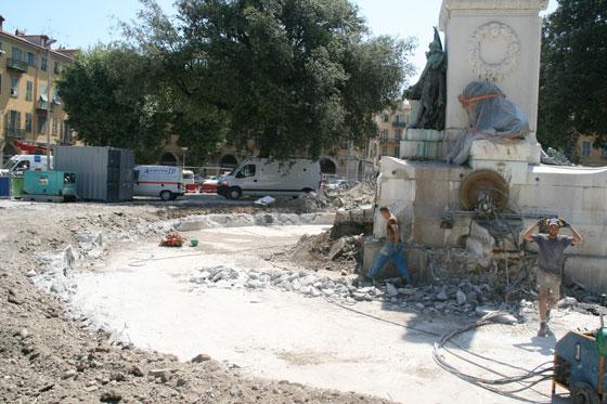 Début des travaux de déplacement de la statue de Garibaldi _00-aa-29-garibaldi