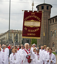 ostension-saint-suaire-procession