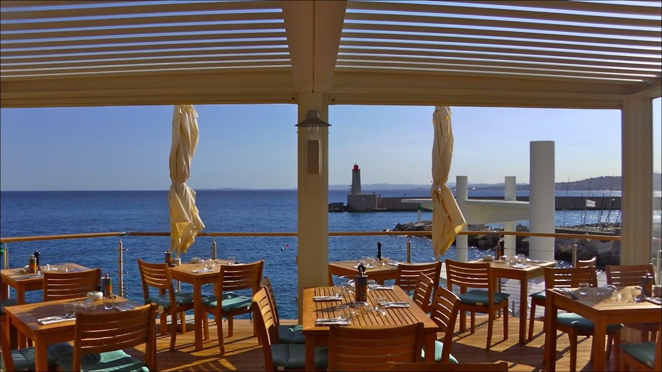Nice Le Restaurant Le Plongeoir surfe sur la vague du