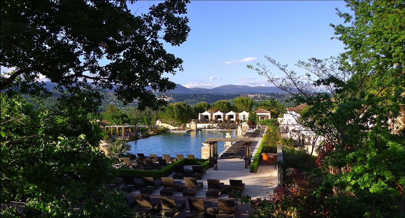 Tourrettes var terre blanche h tel spa golf le for Hotel piscine var