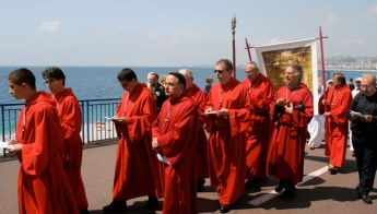 nice-procession-des-penitents-rouges